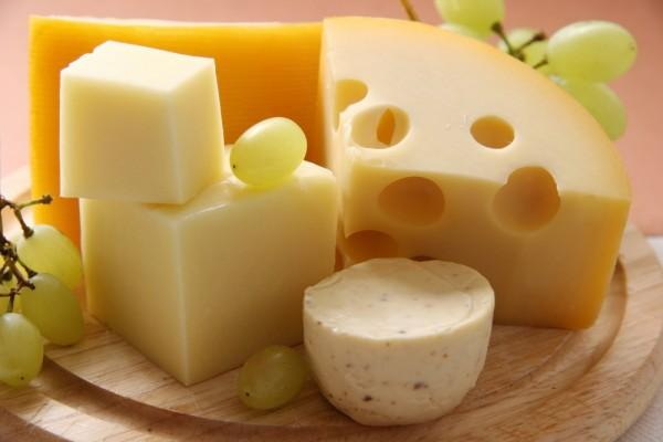 チーズなのに低カロリー!ダイエット中も安心な種類とは☆