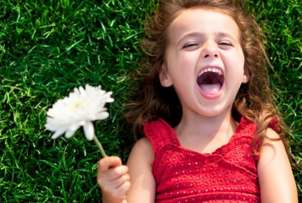 笑顔のトレーニングで魅力的な女になる、3つの方法