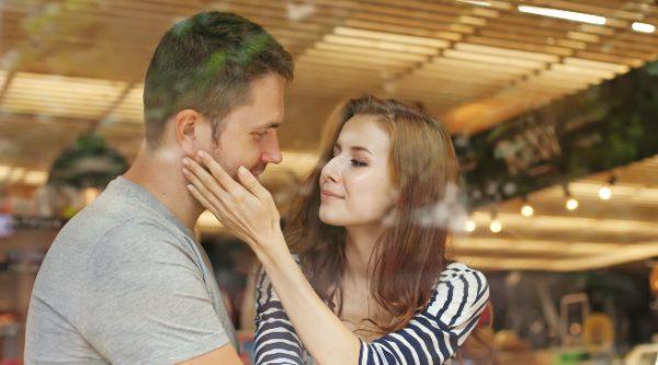 男が女を愛する時の目線と仕草を徹底解析