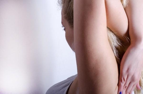 二の腕を引き締める簡単部分痩せ方法